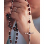 praying-with-rosary